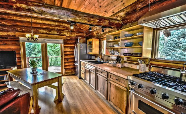 Spotless Log home vacation rental in Nanaimo, BC